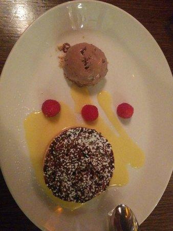 Brasserie Sixty6 : Pecan tart with chocolate icecream