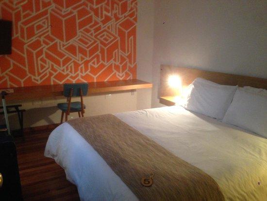 Sacha Mistol Art Hotel: scrivania con murales