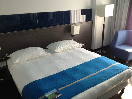 Park Inn by Radisson Luxembourg City : Bed