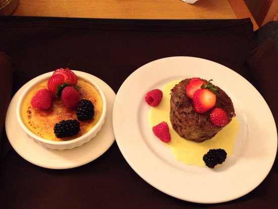 DoubleTree by Hilton Hotel Ontario Airport: Creme brûlée and bread pudding. Must try!!