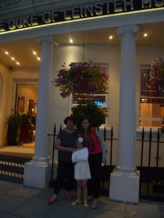 Duke of Leinster Hotel: Evening time in front of hotel