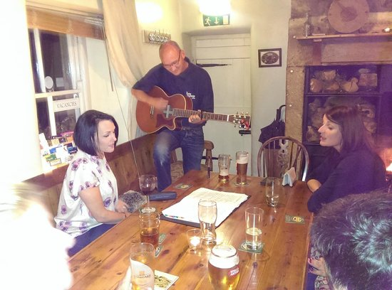 The Holly Bush Inn: Singing in the bar
