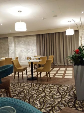 "Cedar Court Hotel Wakefield: Overbright ""none romantic"" lighting"