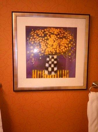 BEST WESTERN PLUS Fresno Airport Hotel: Bathroom art