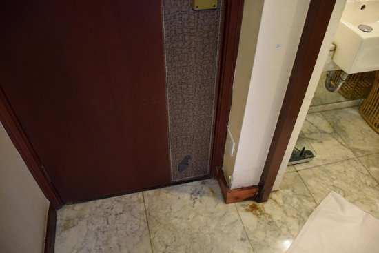 Friendship Hotel Hangzhou: la porta di ingresso...