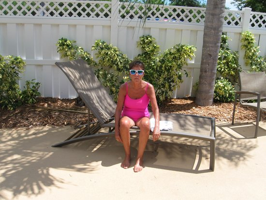 Best Western Plus Siesta Key Gateway: Jean in the shade