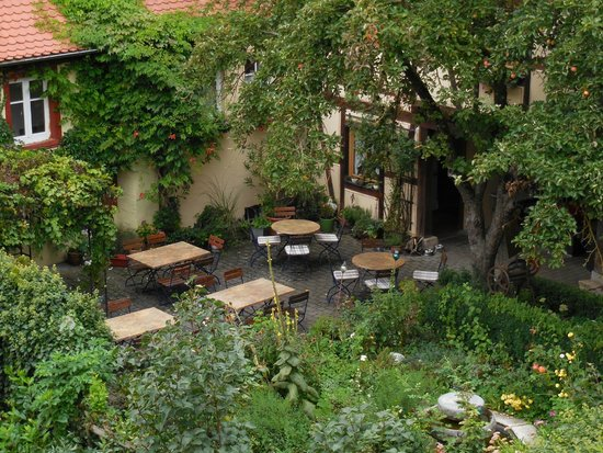 Hotel Gerberhaus: view of the hotel's garden from the city wall