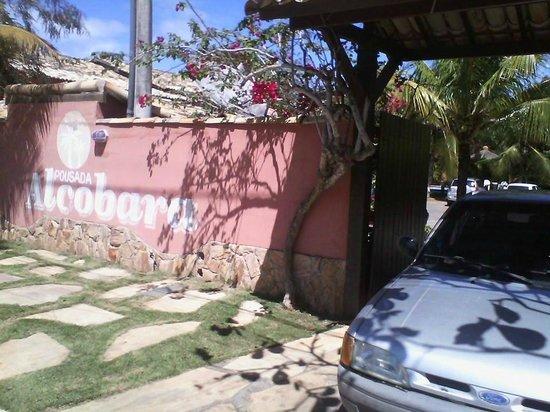 Pousada Alcobara : portão da pousada.