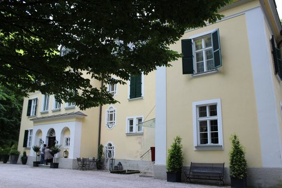 Villa Trapp: Exterior of hotel