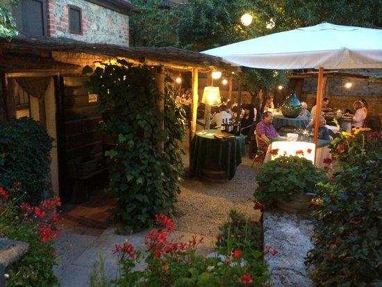 """Hotel Palazzo del Capitano Exclusive Wellness & Relais: Inside the patio of """"Al Vecchio Forno"""" in San Quirico Val d'Orcia"""
