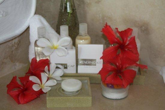 The Cotton House : Bathroom amenities - fresh flowers daily