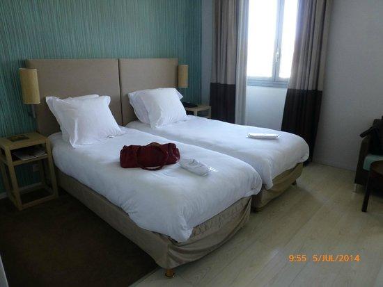 Grand Tonic Hotel Vieux Port: Nem uma colcha!