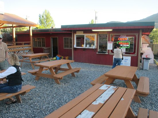 Helen's Corral Drive-In : ordering window and outdoor dining area