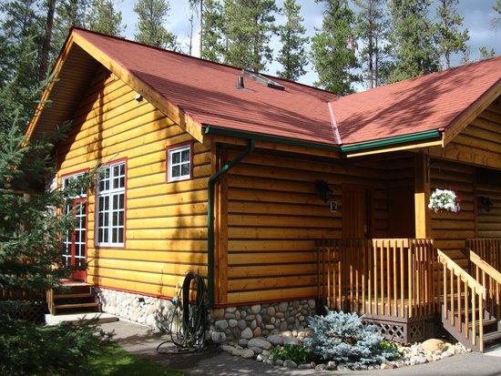 Alpine Village Cabin Resort - Jasper : Cabin exterior