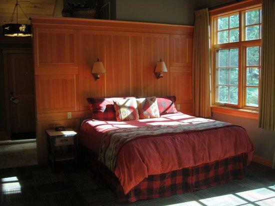 Alpine Village Cabin Resort - Jasper : Bed