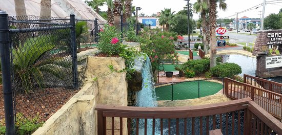 Cancun Lagoon Miniature Golf : Outdoor view of the 16th hole