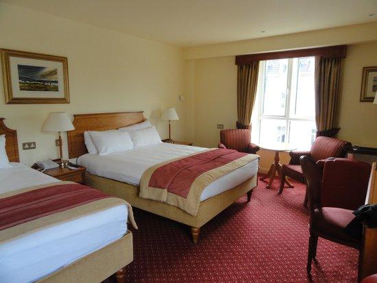 Galway Bay Hotel : stanza spaziosa