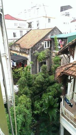 Joseph's Hang Da Hotel: Backyard - view from room