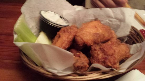 Sanibel Grill: Wings basket