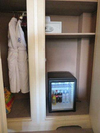 Hotel Regina Louvre: Free mini bar & robes