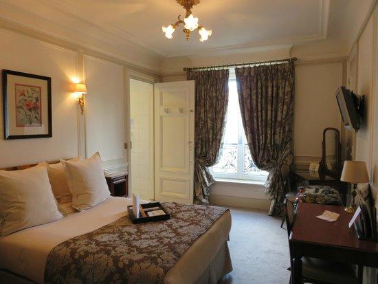 Hotel Regina Louvre: Our room