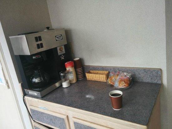 Economy Inn Seaside : Insulting Free Breakfast!