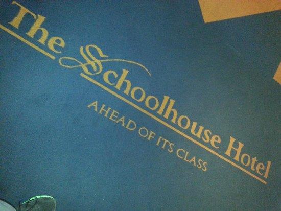 Schoolhouse Hotel: Lobby carpet