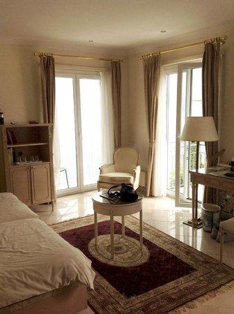 Best Western Hotel Bellevue Au Lac: Corner room with two balconies.