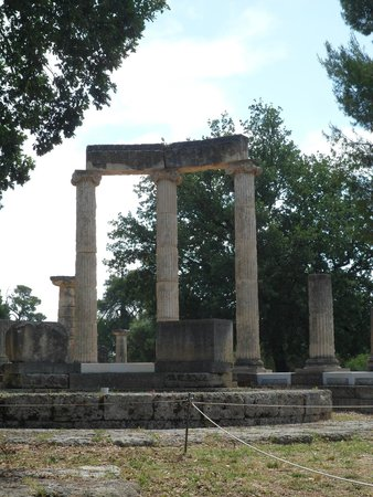 Ancient Olympia: colonne