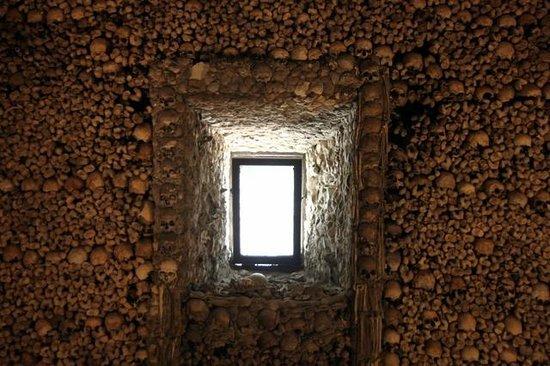 Interior de la capela dos ossos