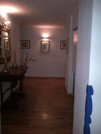 Rigel Hotel: Un corridoio dell'hotel, prima di arrivare nelle varie camere