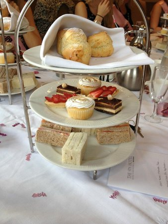 The Spa Hotel : cream tea! there was an even amount of sanis when served!! we couldnt wait to dig in!!
