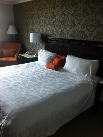 Elm Hurst Inn & Spa: King size bed
