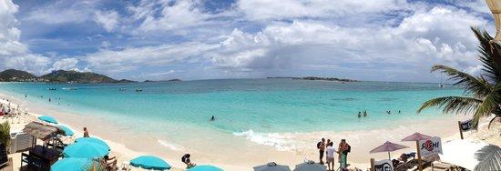 The Sun Beach Clubber : La Baie Orientale vue de la terrasse du Sun Beach