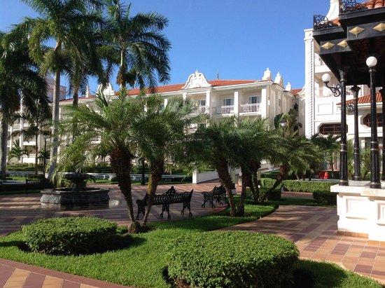 Hotel Riu Palace Riviera Maya: One view of inside the resort