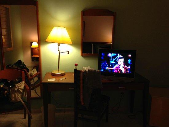 Hotel Vedado: habitacion televisor led habitacion bastante grande