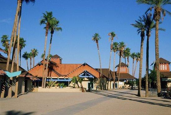 Wildlife World Zoo and Aquarium: aquarium buildings