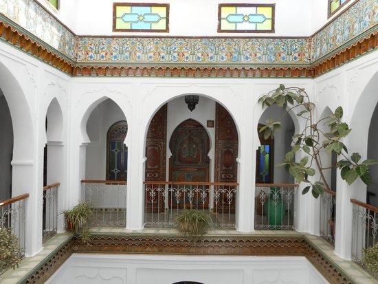 Hotel Riad Casa Hassan Restaurante: Bedroom on landing above courtyard