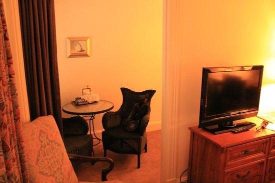 Hotel Lombardy: Кофейный столик