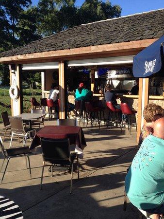 ZeBro's Harbor House : Out door bar