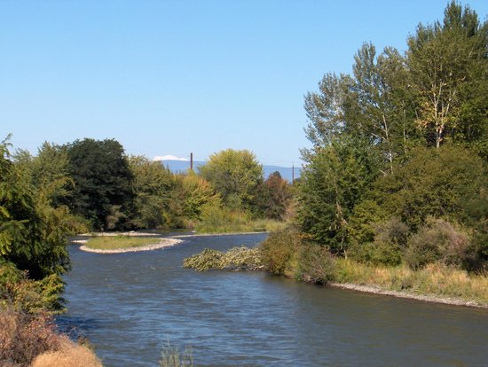 Oxford Inn Yakima : The river you can walk along after breakfast