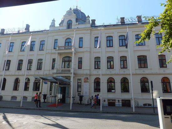 Britannia Hotel: Front of hotel