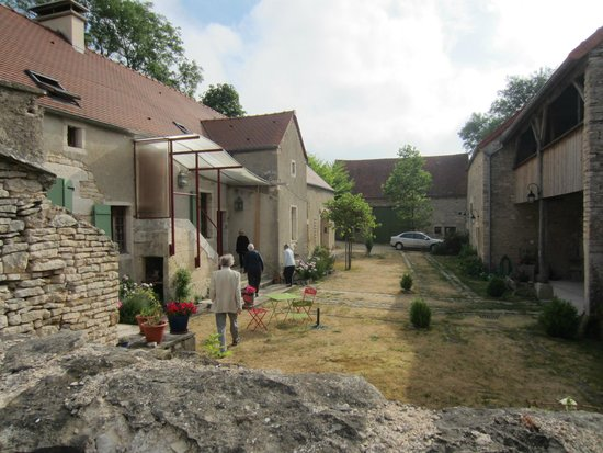 Les Clos d'Orret: The rooms are arranged around  the old farm yard