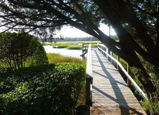 Sea View Inn: Dock out into the marsh