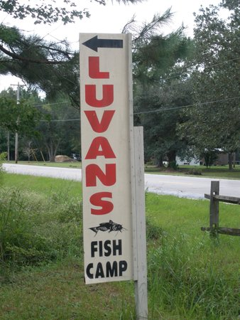 Luvan's Fish Camp: Sign