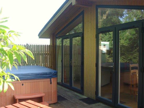 Ribblesdale Park: Hot tub area