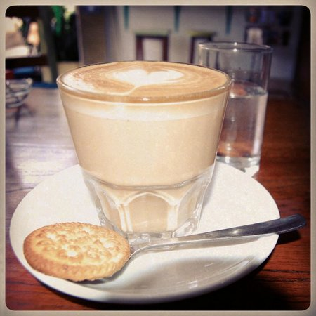 Paideia Coffee Shop: cafe latte