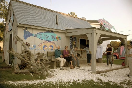 Bet's Fish Fry: Front of Bet's Place