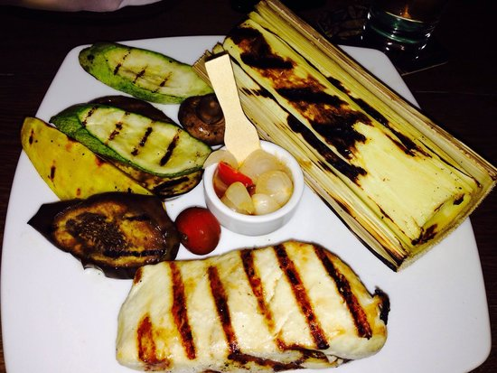Via Sete Ipanema: Grilled hearts of palm with grilled vegetables and grilled Mahi Mahi