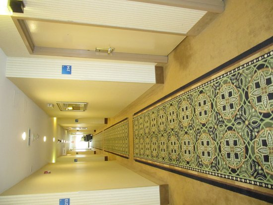 Holiday Inn Express Absecon - Atlantic City Area: Corridor-stained doorways